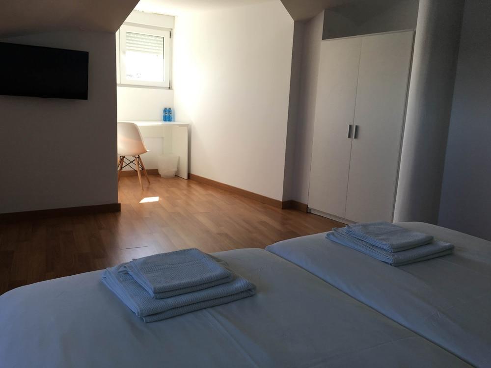 Amplia habitación para peregrinos en Fisterra